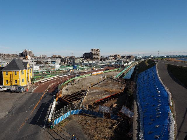 新行徳橋から。高谷川も護岸整備。