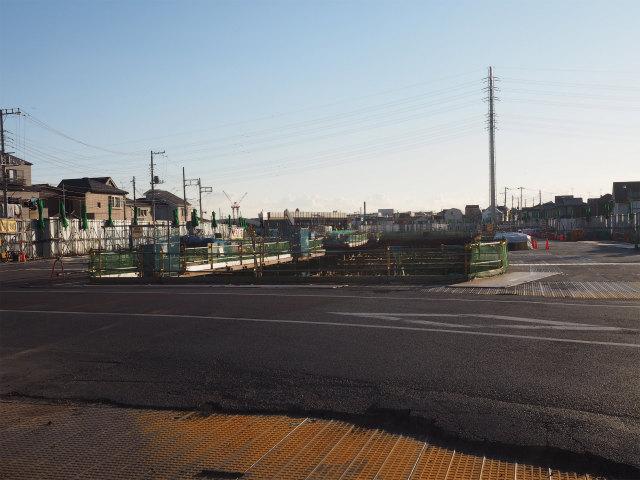 背中側の京葉方面。左側にカーブしています。
