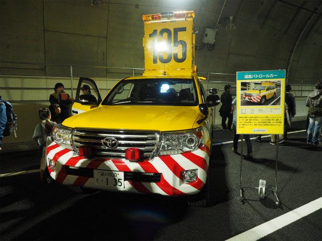 道路パトロールカー。首都高の巡回車は大きい上に、路肩が狭く走るのも苦労するのにと感心します。