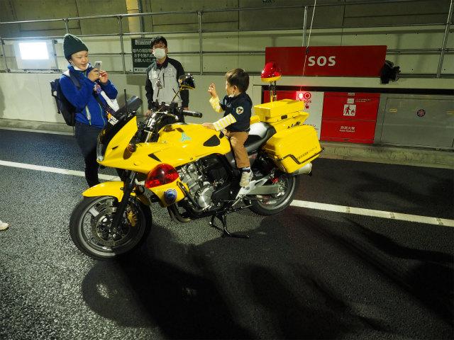 黄色いバイク。山手トンネル内専用に配置されているようです。