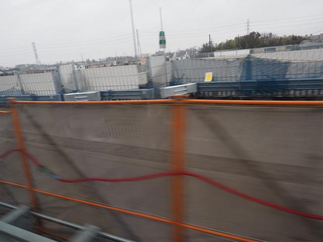 幅の広い路肩は工事車両の出入り口用かな?