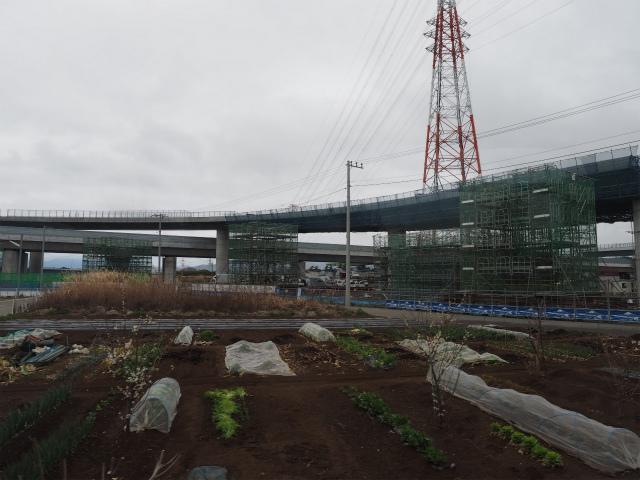 圏央道本線と海老名南JCTのランプ部。