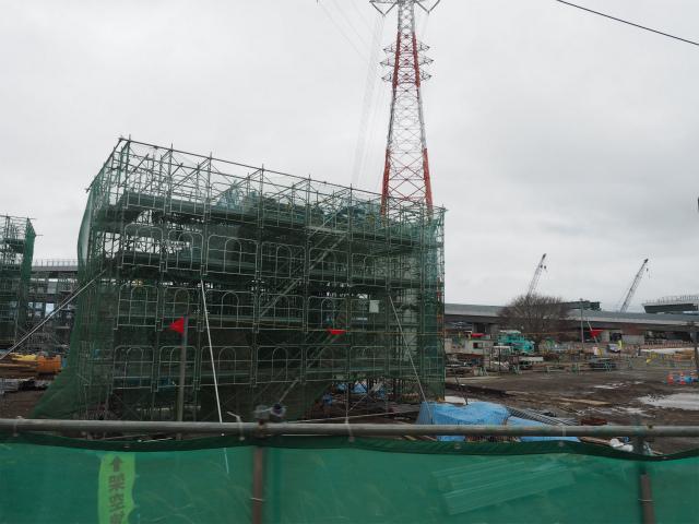 橋脚建設中。新東名の厚木南インターまでは平成28年度開通予定。