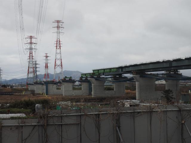 相模川を架橋中です。