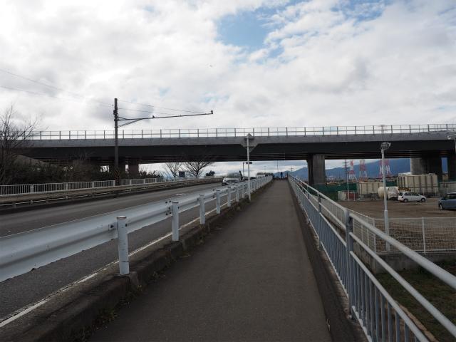 戸沢橋との交差部。門沢橋と思い込んでいたら、後者は地名で、橋の名前は対岸同士の地名を組み合わせたものだとかw