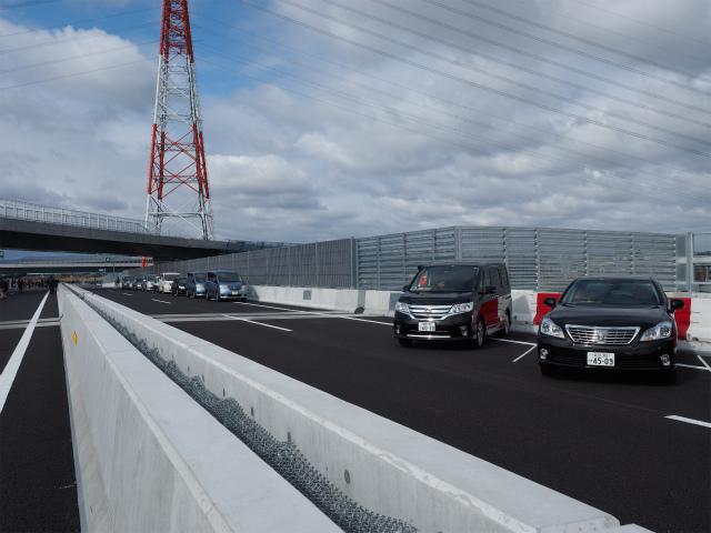 ここは茅ヶ崎方面への流入ランプ接続部になります。
