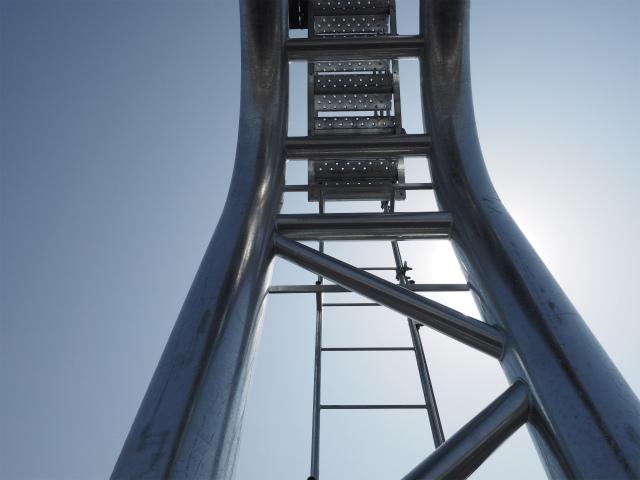 見上げます。登るの怖そう。