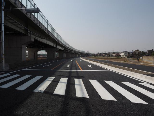 開通待ちの側道。県道のバイパスになるのか、市道なのかいまいちわからない道です。