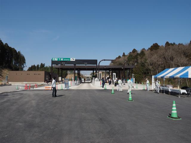 3月29日に下総インターと神崎インターの間で開催された開通ウォーキングです。