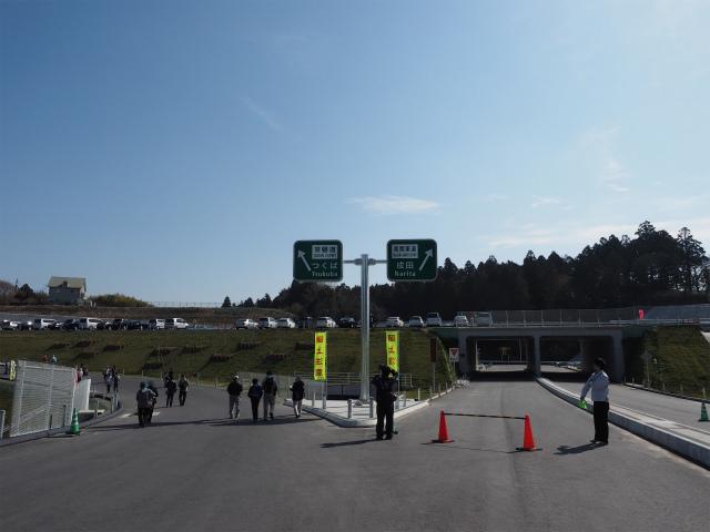 当日は東北道の久喜白岡JCTから境古河インターまでの約20キロが開通する日でしたが、長年撮影してきた締めくくりとして歩くことにしました。