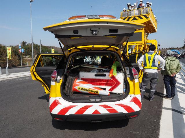 事故処理や落下物排除を行う交通管理隊とは違う用途の車両なので、積載している規制機材や数が違います。