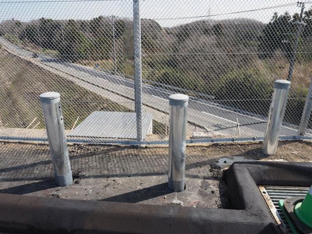県道成田下総線との交差部。撮影時はほぼ通っていましたが、ついに橋台などの撮影はできませんでした。
