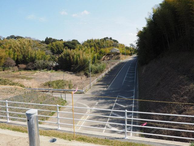 この道も良く撮影に使いましたね。左側の側道を使い、本線を撮影してました。