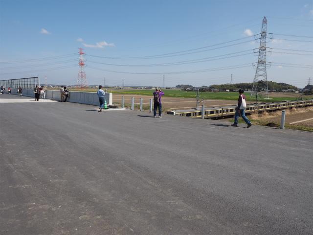 成田線通過中。まさか京浜東北線の車両がこんなところで再利用されるとは。