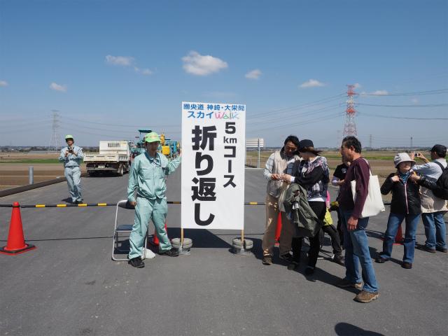 成田線を越えると折り返し地点。