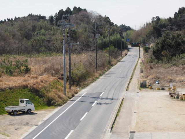 アクセス道路となる成田下総線。情報版が設置されていました。
