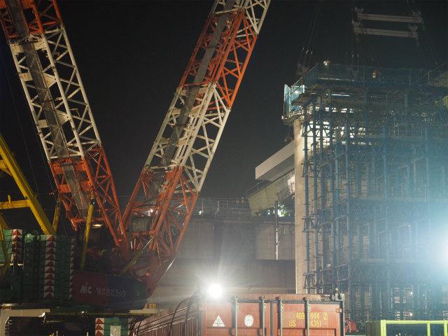 新幹線の高架など。E5系でも通過してくれれば様になるんですが。