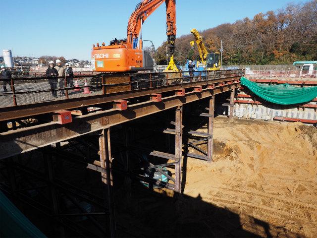 掘削した土は茨城の圏央道現場で使用されます。坂東インター辺りに表示がありました。