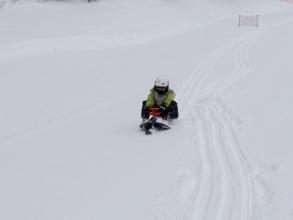 【子供と遊ぶ】 雪山でソリを楽しむ♪高性能スノースライダーで更に楽しむ!