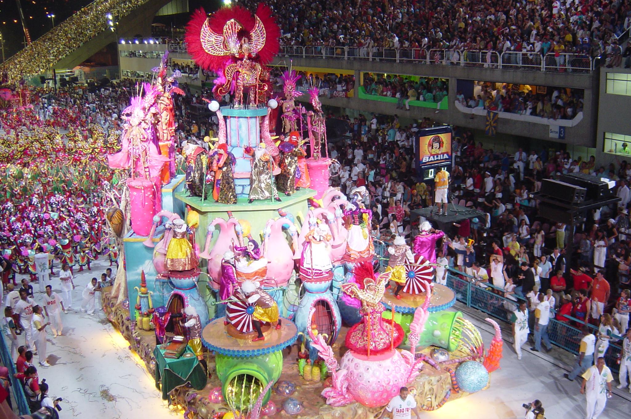 Samba_school_parades_2004.jpg
