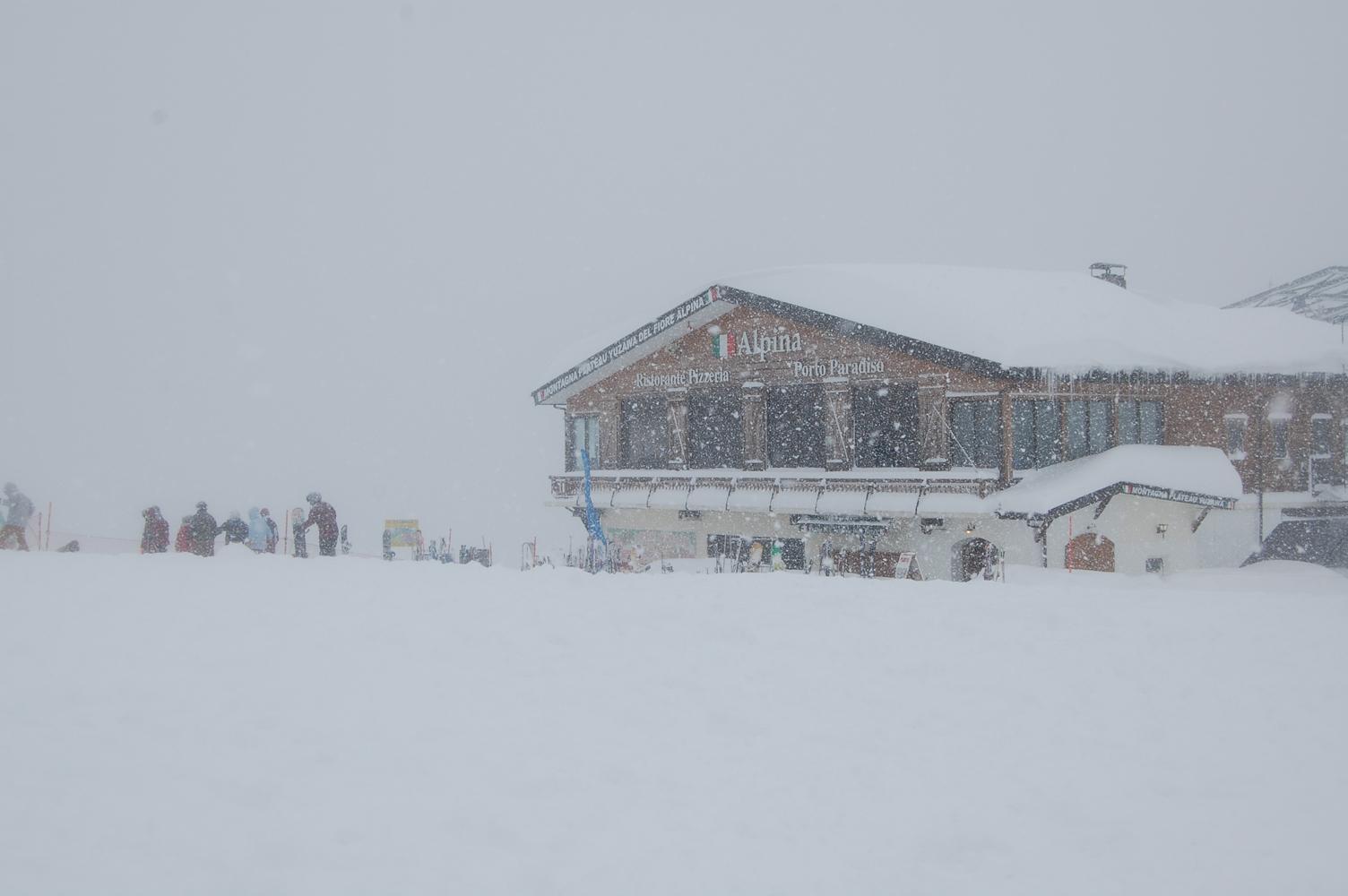 スキーヤーの一時の休息所