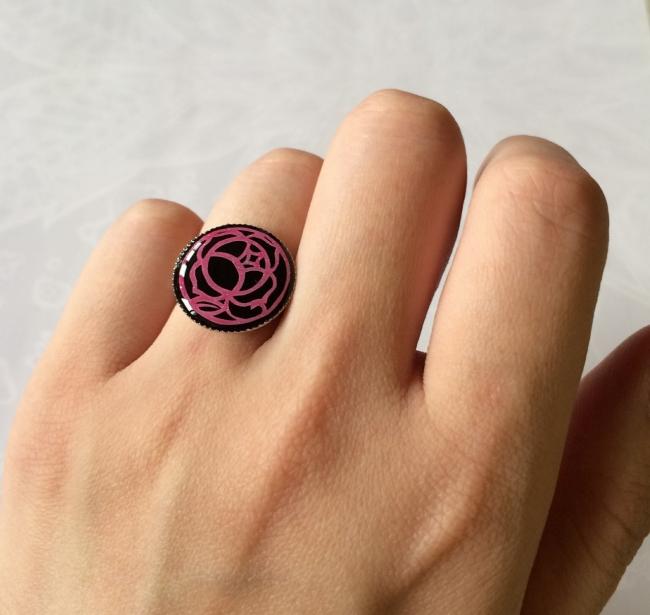 039 UVレジン 少女革命ウテナ 薔薇の刻印 切り絵 黒薔薇 指輪
