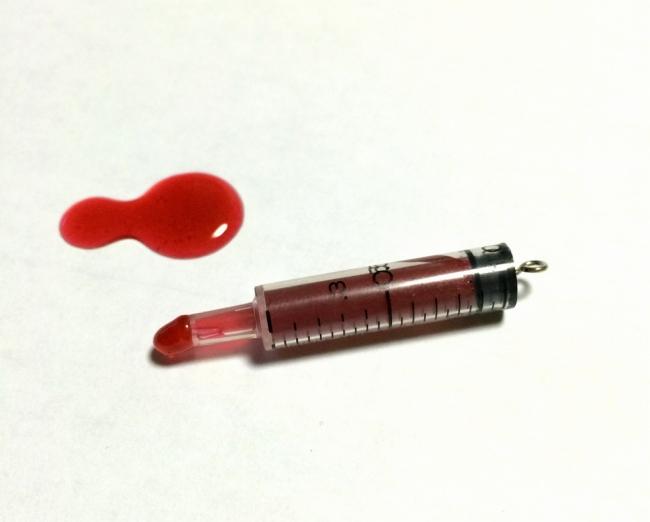 010 レジン 血液 注射器.jpg