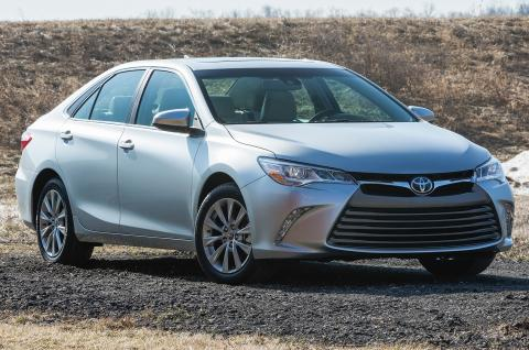 2015-toyota-camry-xle-wheel-turned_convert_20150201161435.jpg