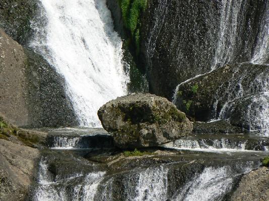 2205滝の岩