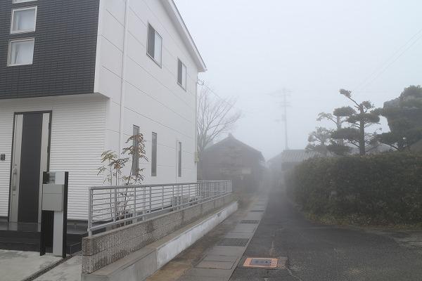霧で我が家も見えない 27.3.17