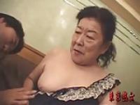 動画検索 インモラル:閲覧注意 棺桶に片足突っ込んだお婆ちゃんと腹射セックス
