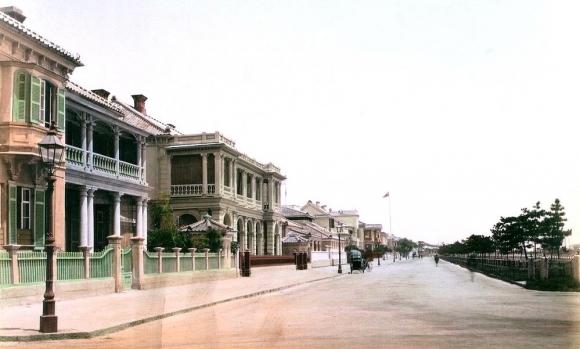 神戸外国人居留地の街並(海岸通・1885年(明治18年)頃)