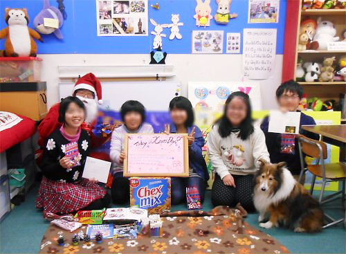 04 500 20141225 PD Vignette Xmas with Gifts Erie Yoshy