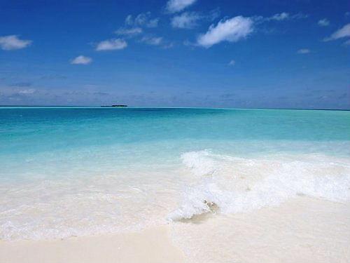 04 500 spotless white sandy beach