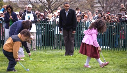 00c 500 20090418 Egg-rolling at Whitehouse with Barack Obama