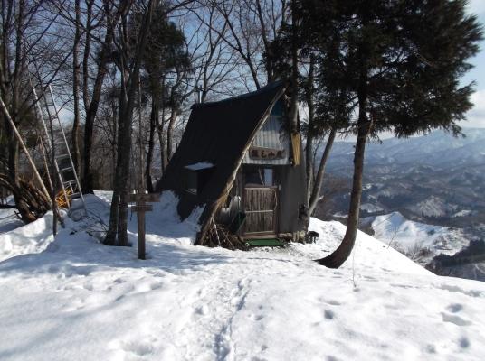 山頂にある猿毛小屋
