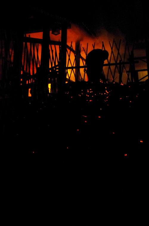 お水取り お松明の火の粉3