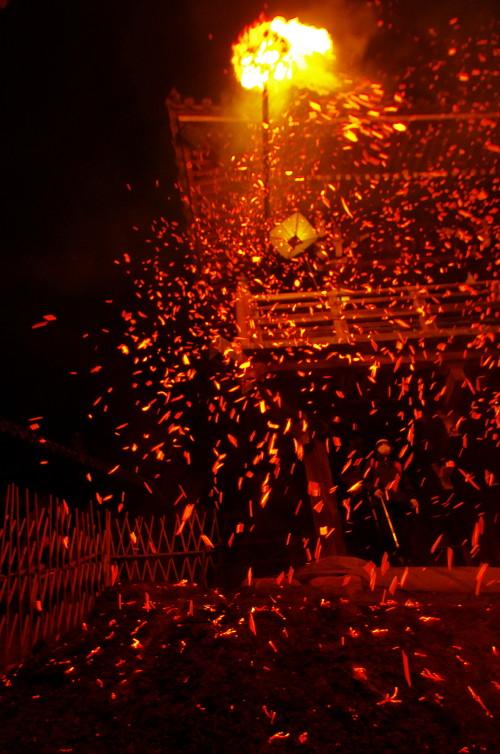 お水取り お松明の火の粉