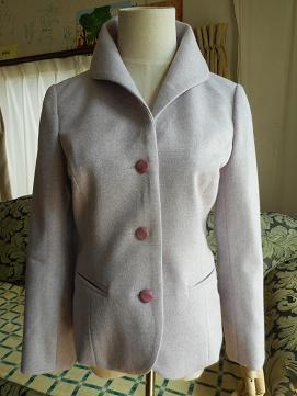 ラベンダーカラーのジャケット