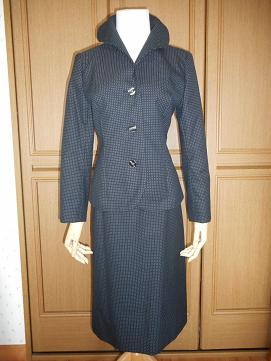 黒地スカートスーツ