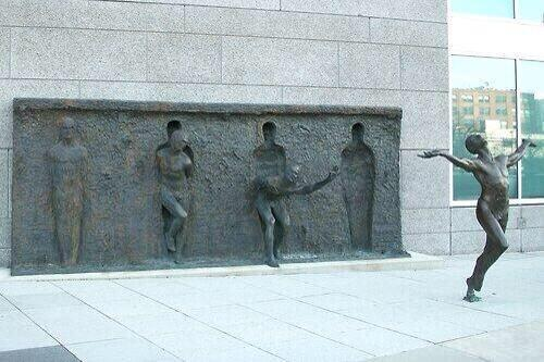 銅像 脱出