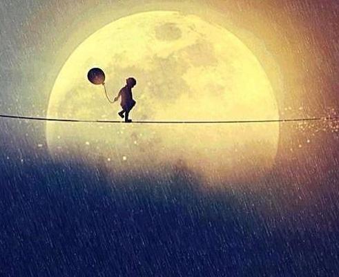 満月 子供 風船