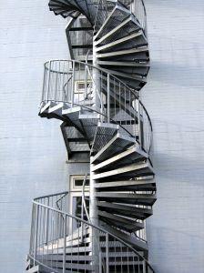 らせん 階段 ループ