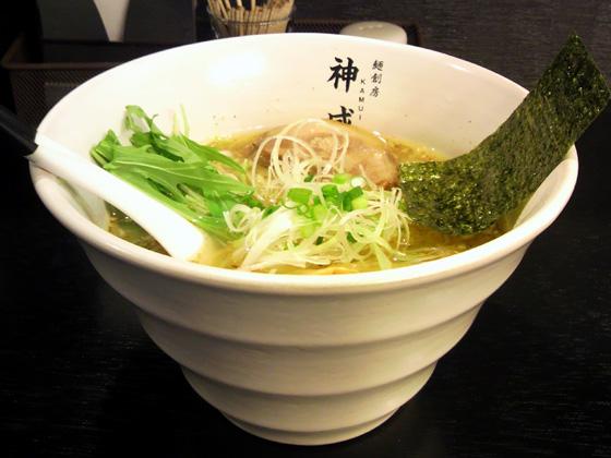 神威ラーメン(塩)