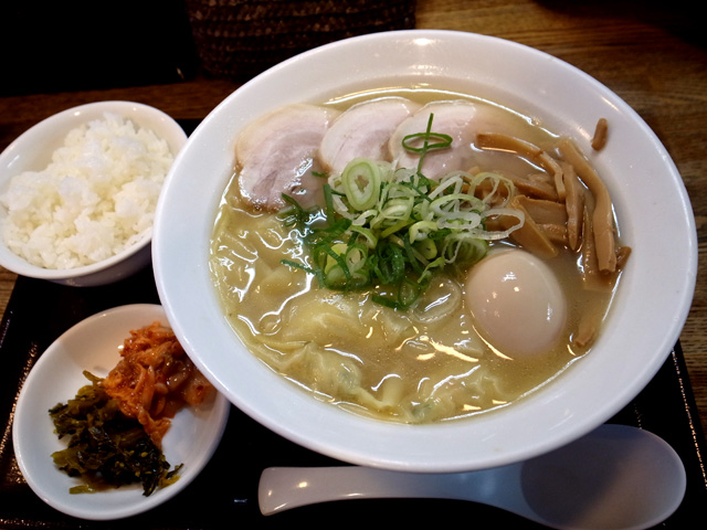 特製海鮮ワンタン麺