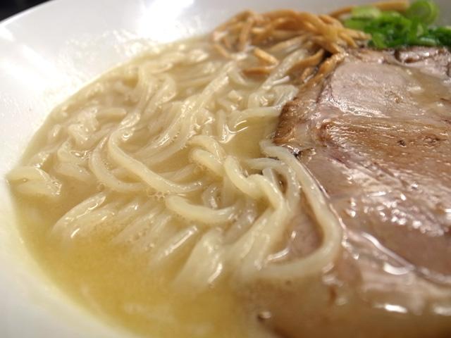 海老辛鶏白湯ラーメン麺
