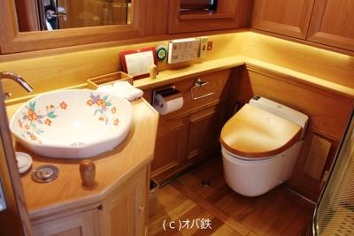 ななつ星 洗面台とウォシュレットトイレ