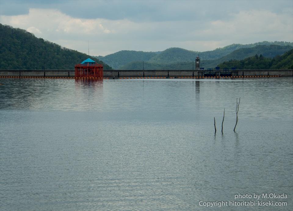 水をせき止める岩尾内ダム