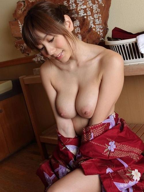 【人妻熟女】憧れのママの巨乳おっぱいが大好きですw