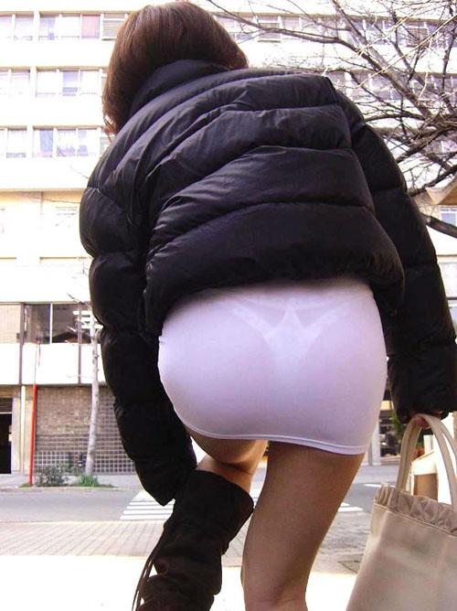 【画像】パンティラインやブラが透けてる街撮り素人画像